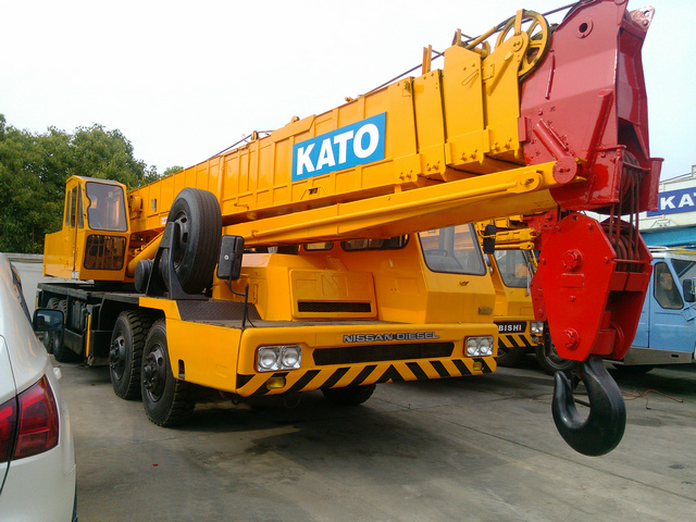 Cho thuê xe cẩu Kato 50 tấn chuyên dùng