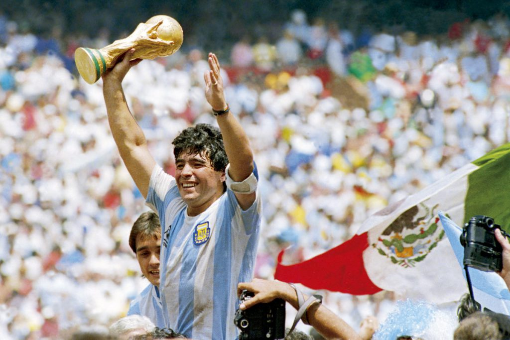 Maradona qua đời ở tuổi 60