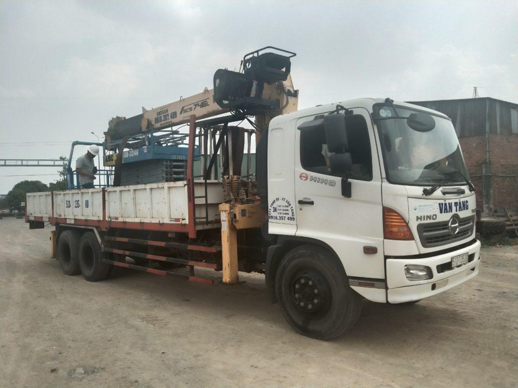 Cho thuê xe nâng người Cty Lan Anh Bình Dương 0916357499