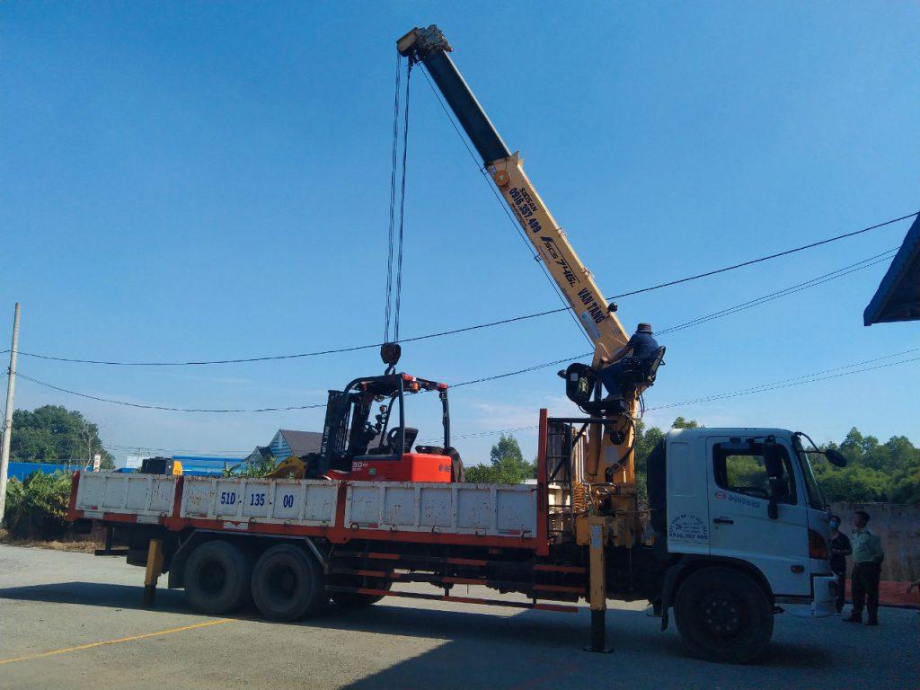 Cẩu xe nâng hàng 3 tấn Nam Tân Uyên – Phước Đông Tây Ninh